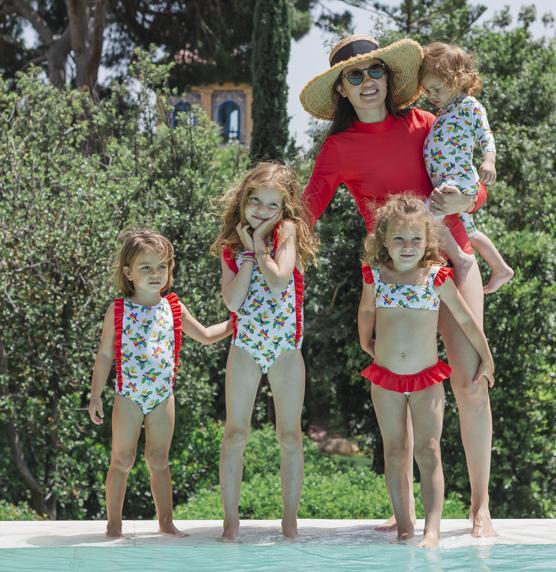 maman et filles piscine
